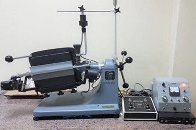 Magnetic Barrier Laboratory Separator (Model LB-1)