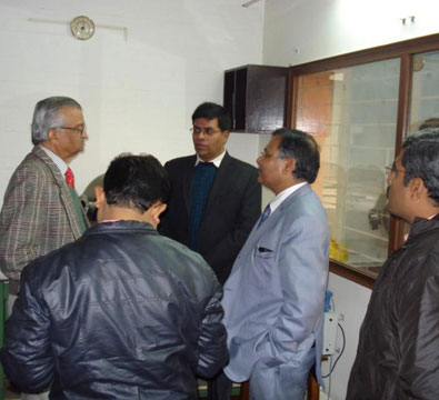 Visit by Dr Anil Kakodkar to see the first SSR1 single spoke resonator built by IUAC (January 2015).