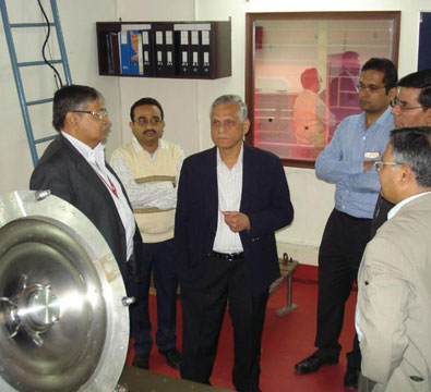 Visit by Dr Shekhar Basu, Director-BARC (then), to see the first SSR1 single spoke resonator built by IUAC (March 2015).
